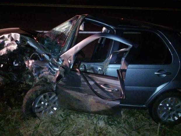 Acidente ocorreu na noite deste domingo (6), na BR-356, em Itaperuna (Foto: Horácio Cardillo/Blog do Adilson Ribeiro)