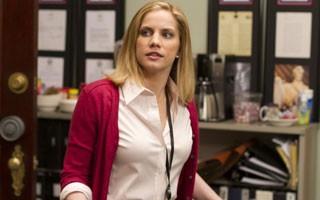 Anna Chlumsky na série de comédia 'Veep' (Foto: Divulgação)