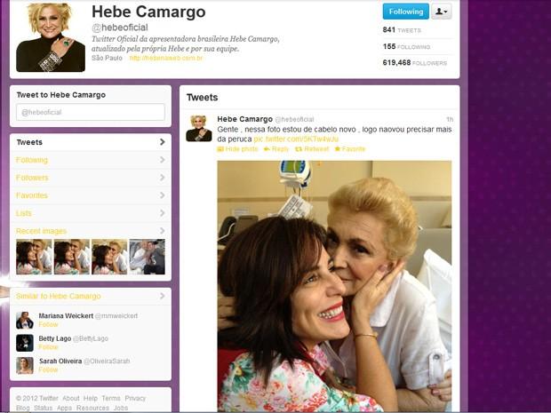Imagem colocada por Hebe no Twitter após visita que recebeu de Glória Pires (Foto: Reprodução/Twitter)