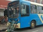 Acidente entre ônibus deixa feridos na Avenida JK em Juiz de Fora