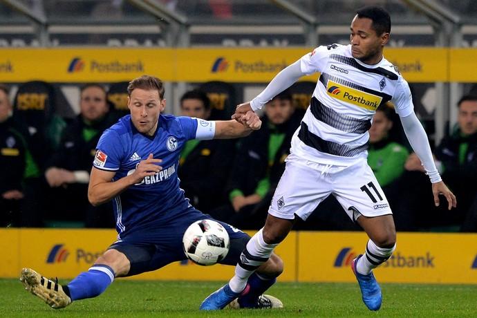 Raffael em ação pelo Borussia diante do Schalke (Foto: EFE)