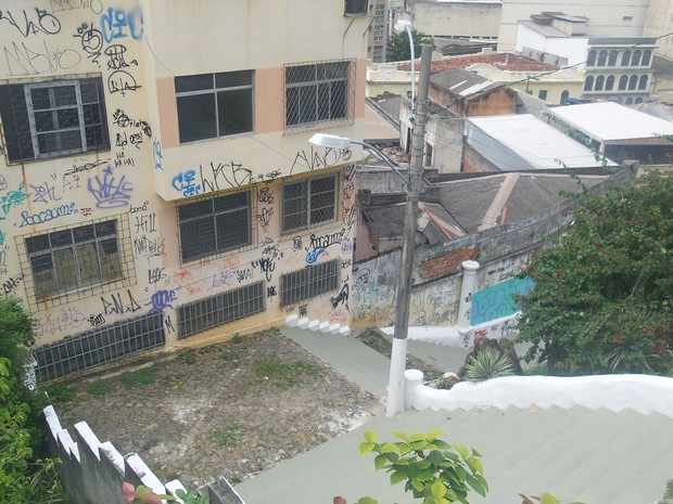 Marcas foram deixadas nas paredes e escadaria da igreja (Foto: Caique Verli / A Gazeta)