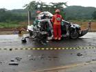 Colisão entre carro e carreta deixa três mortos em rodovia de MT