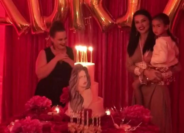 Adriana Lima celebra aniversário com Yoli Mayor (Foto: Reprodução)