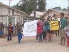 Moradores protestam após carro invadir casa e matar menino em Lages