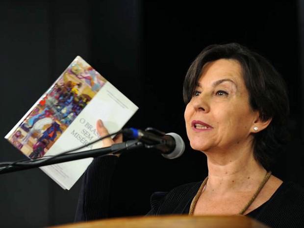 A ministra Tereza Campelo durante cerimônia de recondução ao cargo no Ministério do Desenvolvimento Social (Foto: Elza Fiúza/Agência Brasil)