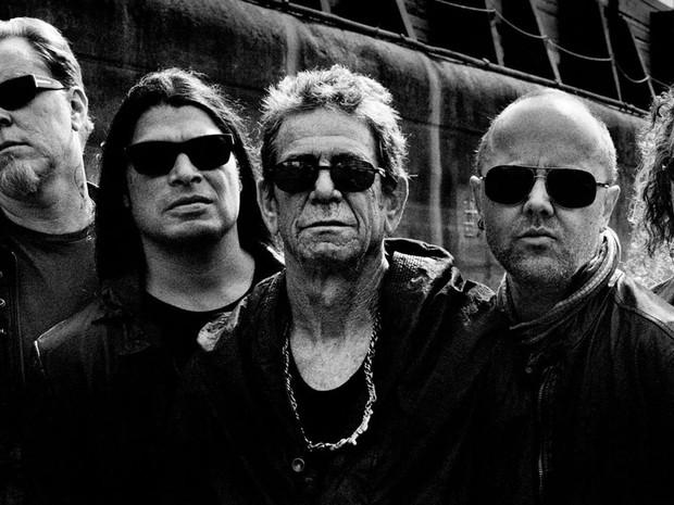 Lou Reed posa ao lado dos integrantes do Metallica, com quem lançou o disco 'Lulu', em 2011 (Foto: Divulgação)