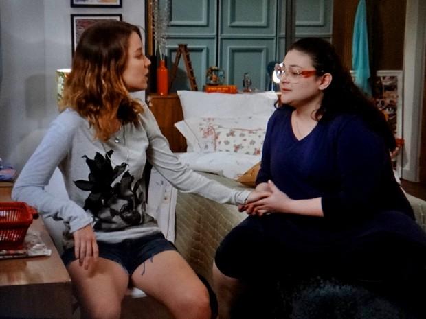 Irmãs conversam, mas não entram em consenso (Foto: TV Globo)