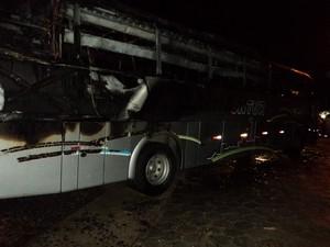 Ataque aconteceu na madrugada desta segunda-feira (18), tr~es ônibus foram incendiados em rio Negrinho. (Foto: Polícia Militar/Divulgação)