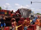 Caminhão tomba em avenida de Belém e complica trânsito