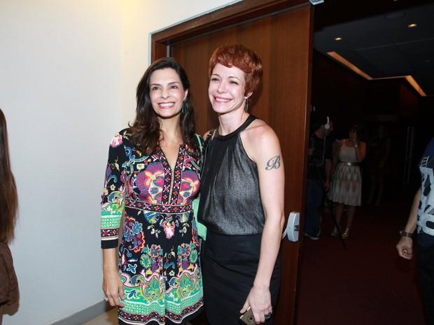 Helena Ranaldi e Babi Rossi em estreia de peça na Zona Oeste do Rio (Foto: Marcello Sá Barretto/ Ag. News)