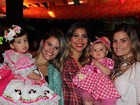 Ex-BBB Karla mostra filha vestida no clima das festas juninas