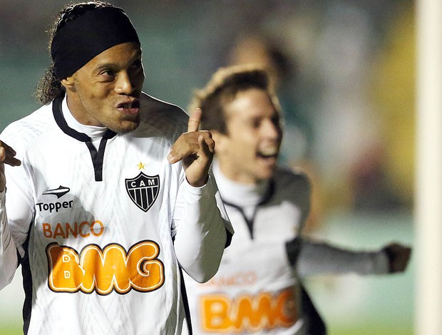Ronaldinho, Figueirense x Atl&#233;tico-MG (Foto: Cristiano Andujar / Ag&#234;ncia Estado)