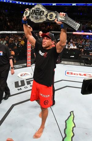 Fabricio Werdum cinturão UFC 188 (Foto: Getty Images)