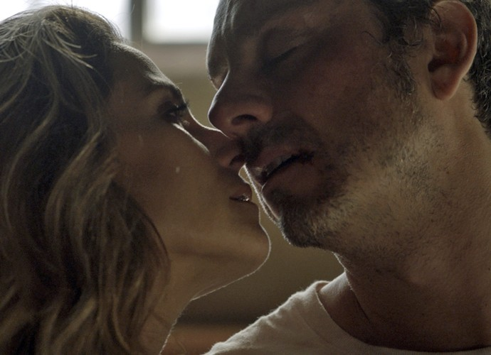 Atena dá último beijo em Romero (Foto: TV Globo)