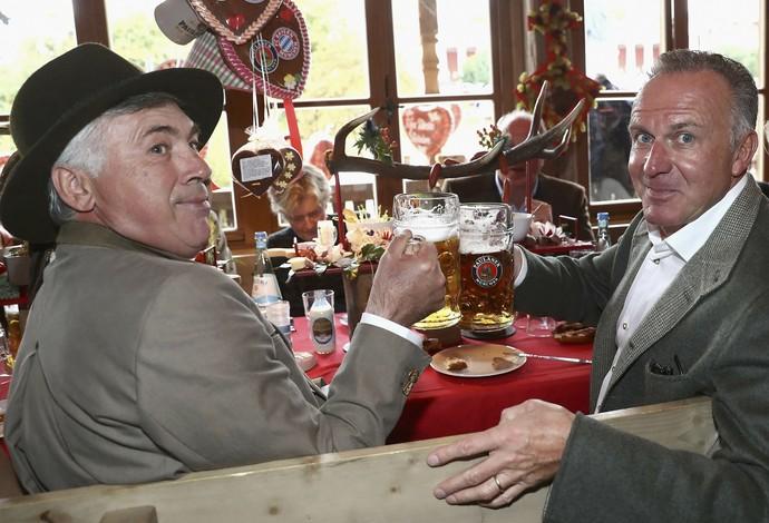 Carlo Ancelotti e Karl-Heinz Rummenigge (Foto: Reuters)