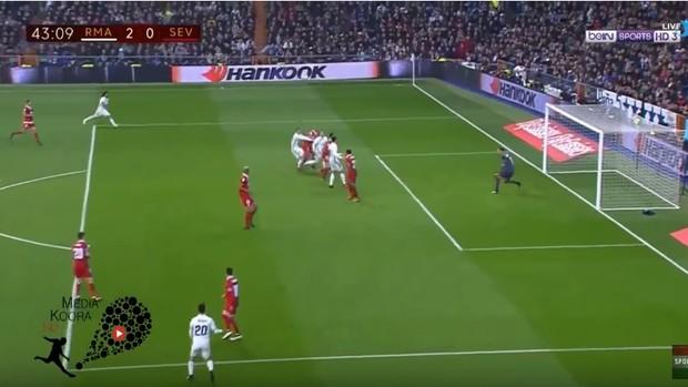 BLOG: Pode isso? James empurra Modric na área do Sevilla, e juiz dá pênalti para o Real