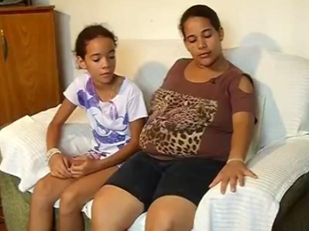 Luana e a mãe Sílvia Sampaio da Silva, que está grávida de oito meses (Foto: Reprodução/TV TEM)