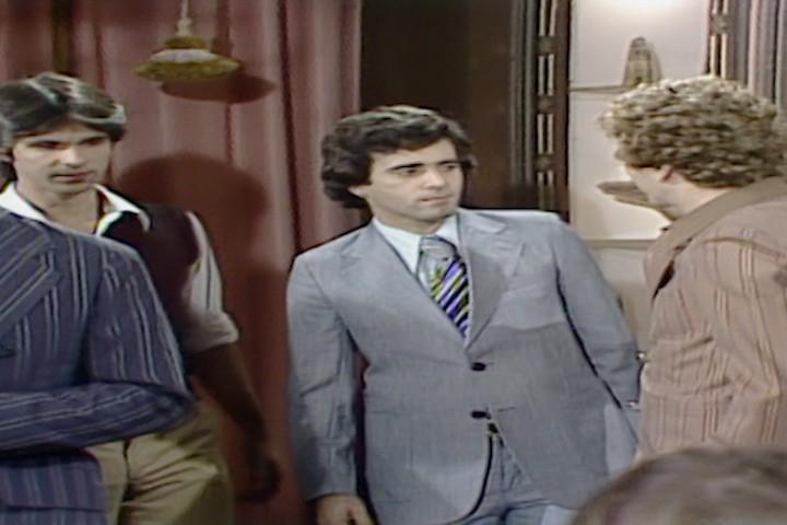 Andr e Romo chegam em casa de Nuno para a leitura do testamento de Gilda. (Foto: Reproduo/viva)
