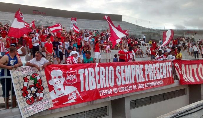 Torcida do Auto Esporte homenageia o torcedor Tibério Barreto, que morreu ao comemorar gol do time (Foto: Expedito Madruga)