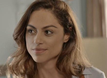 Teaser: Fisioterapeuta gata chega pra abalar relação de Bárbara e Gabriel