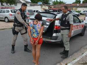 A mulher foi detida pela Polícia Militar e encaminhada à Delegacia da cidade (Foto: Walter Paparazzo/G1)