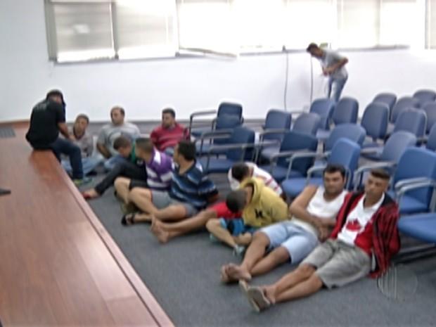 17 foram presos em operação contra roubo de carga da polícia de Mogi das Cruzes (Foto: Reprodução/TV Diário)