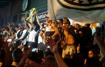 Com taça à mostra, XV é recebido nos braços da torcida em Piracicaba; vídeo