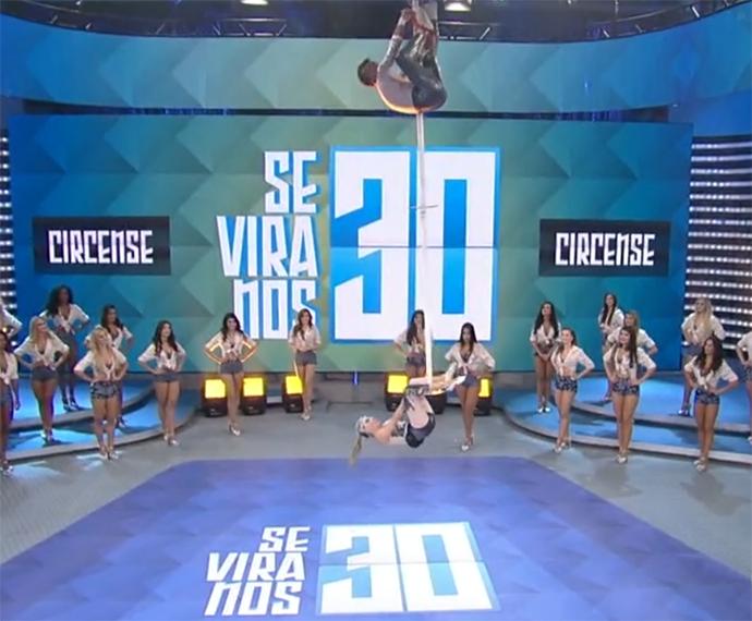John e Joyce arrancam aplausos da plateia com número circense (Foto: TV Globo)