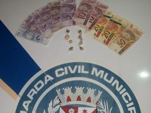 Suspeito assumiu que vendia entorpecentes em área de lazer (Foto: Divulgação/Guarda Civil Municipal)