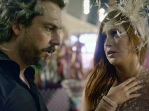Zé fica preocupado após Cora ser baleada (Foto: TV Globo)