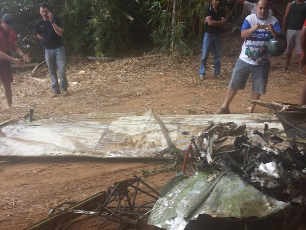 [Brasil] Aeronave é retirada do fundo do rio Doce em Governador Valadares 12169161_10205404273087099_1808127809_o