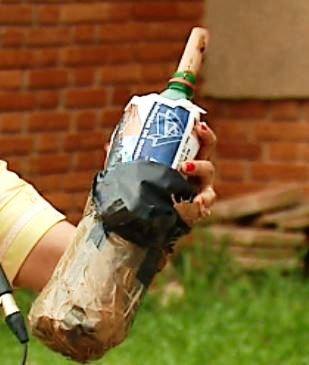 Gate descobriu que supostas bombas eram apenas garrafas PET em São Carlos (Foto: Felipe Lazzarotto/EPTV)
