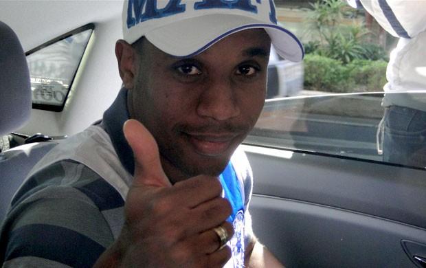 Atacante Borges chega a Belo Horizonte (Foto: Marco Antônio Astoni / Globoesporte.com)