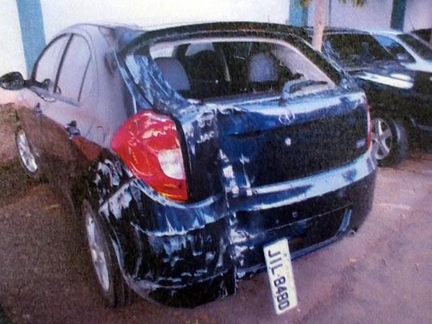 Foto feita pela da polícia na época do crime mostra o estado em que o veículo foi encontrado (Foto: Polícia Civil / Divulgação)