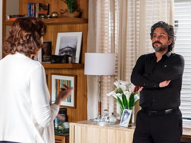 Marta conta como conheceu Maurílio (Foto: Artur Meninea/Gshow)