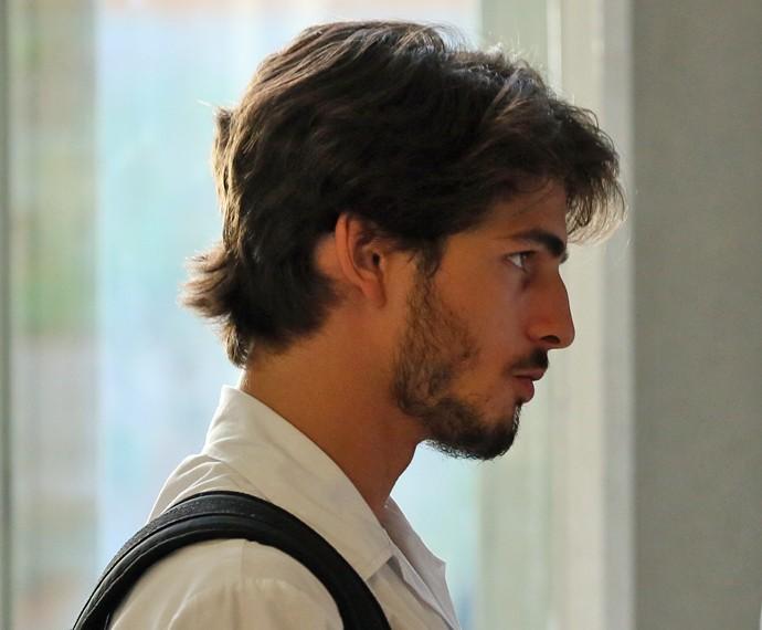 Roger quer causar novo transtorno no colégio (Foto: Rodrigo Brisolla/Gshow)