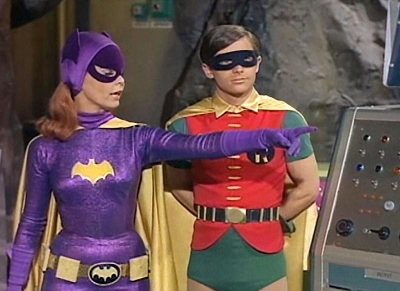 Mulher-Gato e Robin da série dos anos 1960 (Foto: Reprodução)