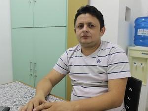 Professor de Física Edmundo José de Oliveira  (Foto: Yara Pinho/G1)
