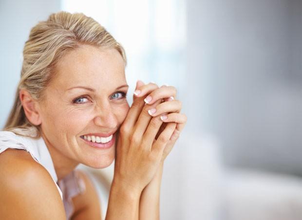 Aos 50, hidratantes ricos em lipídeos e específicos para a pele madura são essenciais (Foto: Thinkstock)