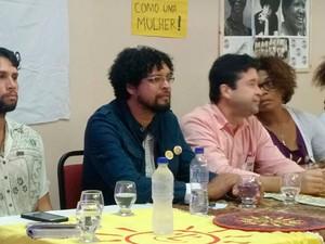 Convenção confirma Fábio Nogueira (de camisa escura) como candidato a prefeito de Salvador (Foto: Ramon Ferraz/TV Bahia)