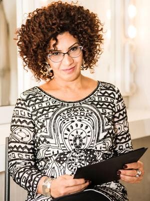 Ana de Oliveira, autora do livro e do site Tropicália (Foto: Aline Macedo/Divulgação)