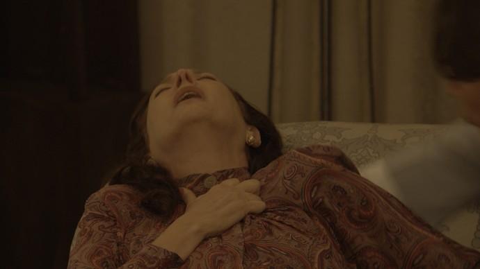 Ana quase 'bate as botas' ao descobrir que Severo tem outra (Foto: TV Globo)