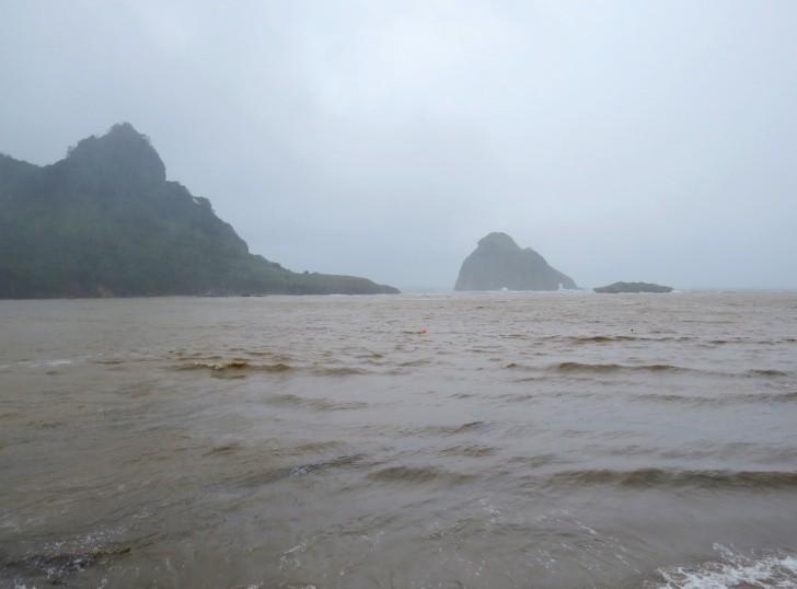 Praia do Sueste chuva