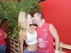 Laura Keller beija muito na Bahia e diz: 'Carnaval me dá tesão'