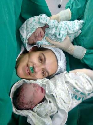 Família pede ajuda para cuestar gastos com gêmeas prematuras (Foto: Arquivo da Família)