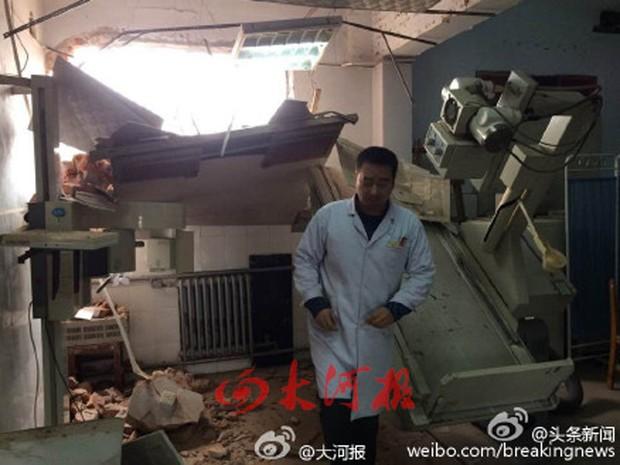 Hospital na China foi demolido com médicos e pacientes dentro (Foto: Reprodução/Weibo)