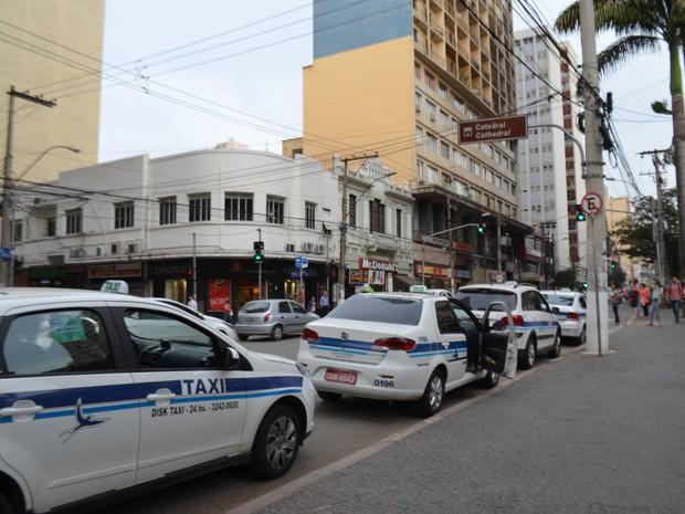 Taxis no Centro de Campinas (SP) (Foto: Marina Ortiz/ G1)
