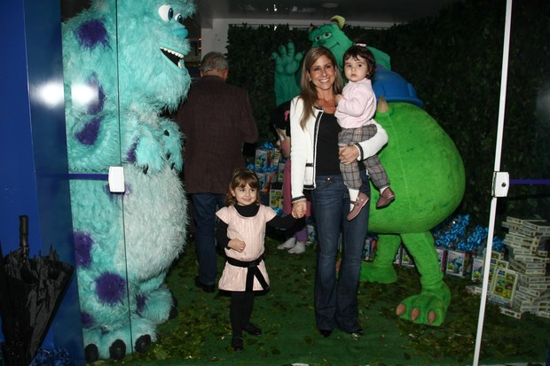 Patricia Maldonato e filhas (Foto: Manuela Scarpa e Marcos Ribas/Foto Rio News)