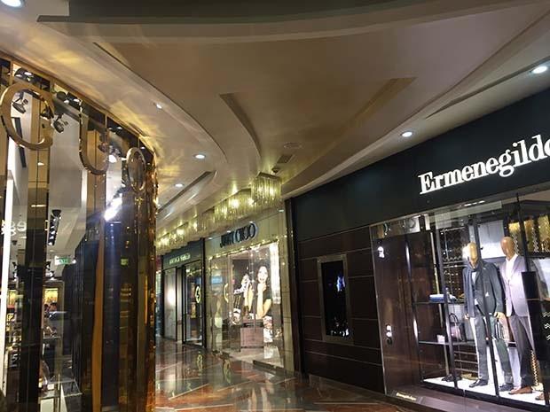 Palladium Shopping mall with Gucci next to Ermenegildo Zegna   (Foto: Reprodução )